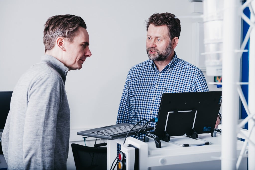 Steinar Overbeck Cook and Andreas Lord in Element Logic's lab
