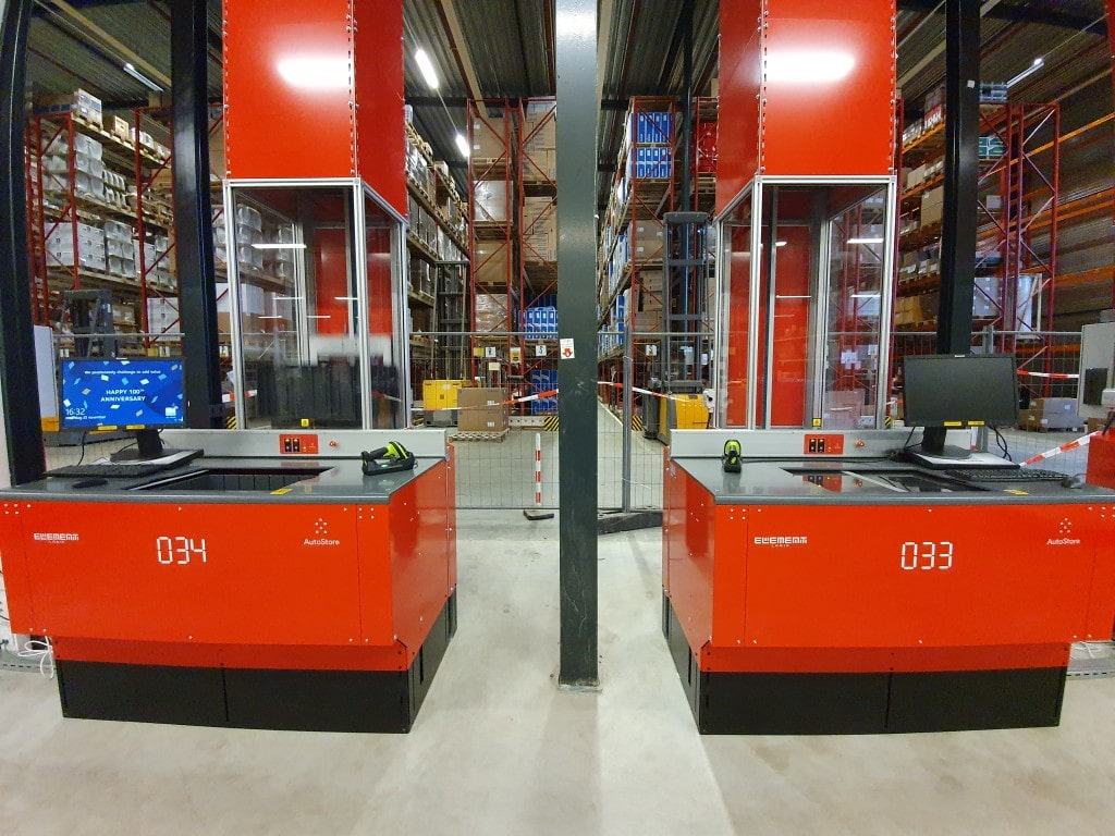 Autostore workstations at Solar